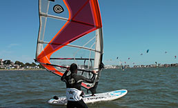 beach starting, harness & footstraps on an improvers windsurfing lessons