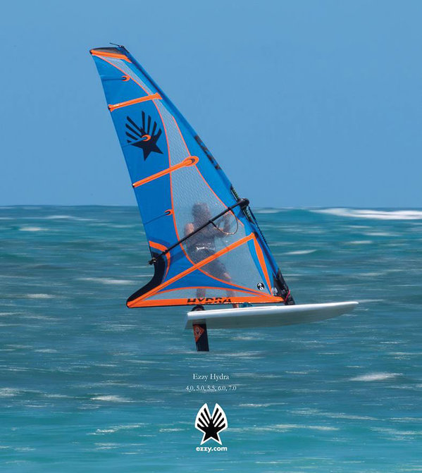 Ezzy Hydra windfoiling action